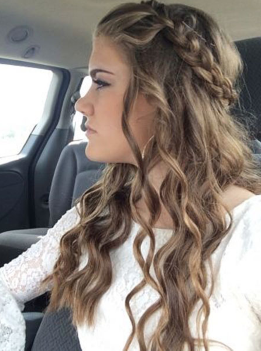 Absolutely Cool Half Braided Medium Hairstyles 2019 For Women To Reach Perfection Simple Prom Hair Medium Hair Styles Formal Hairstyles For Long Hair