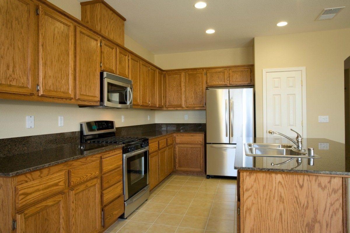 Kitchen Paint Colors with Oak Cabinets Ideas #honeyoakcabinets Kitchen Paint Colors with Oak Cabinets Ideas -  #Colors,  #BeautifulKitchenPaintColorswithOakCabinets #DesignKitchenPaintColorswithOakCabinets #KitchenPaintColorswithOakCabinetsIdeas #NiceKitchenPaintColorswithOakCabinets #StylishKitchenPaintColorswithOakCabinets #honeyoakcabinets Kitchen Paint Colors with Oak Cabinets Ideas #honeyoakcabinets Kitchen Paint Colors with Oak Cabinets Ideas -  #Colors,  #BeautifulKitchenPaintColorswithOa #honeyoakcabinets
