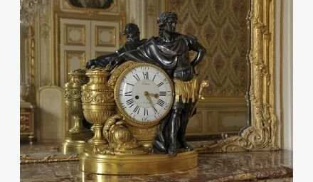 Pendule dite d'Annibal - vers 1773 - bronze doré et patiné - Corps central  du Chateau - Appartement intérieur du Roi -…   Versailles, Intérieurs du  château, Château