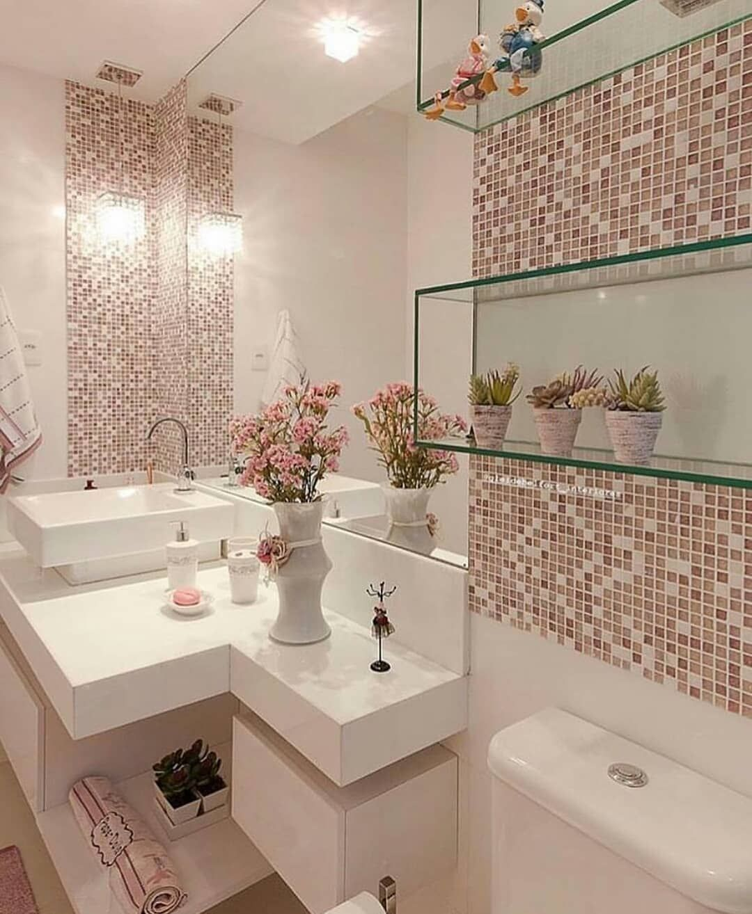 Ideal Home Folgen Sie Uns Plz Ideal Home Von Unbekannt Decor Floralarrangem Badezimmer Innenausstattung Haus Design Plane Weisse Badezimmer