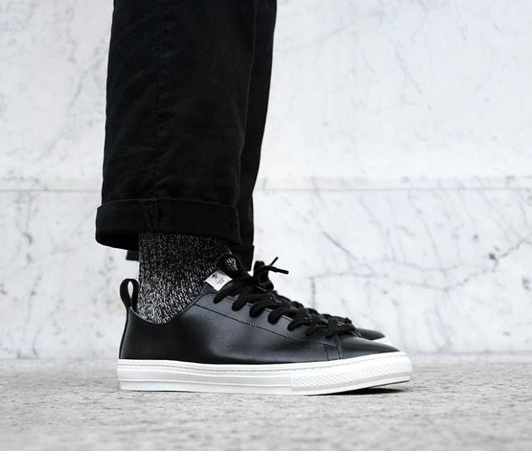 Nette Sneaker-Kollabo zwischen Maiden Noir und Buddy Shoes. Hier entdecken und kaufen: http://sturbock.me/Sn9