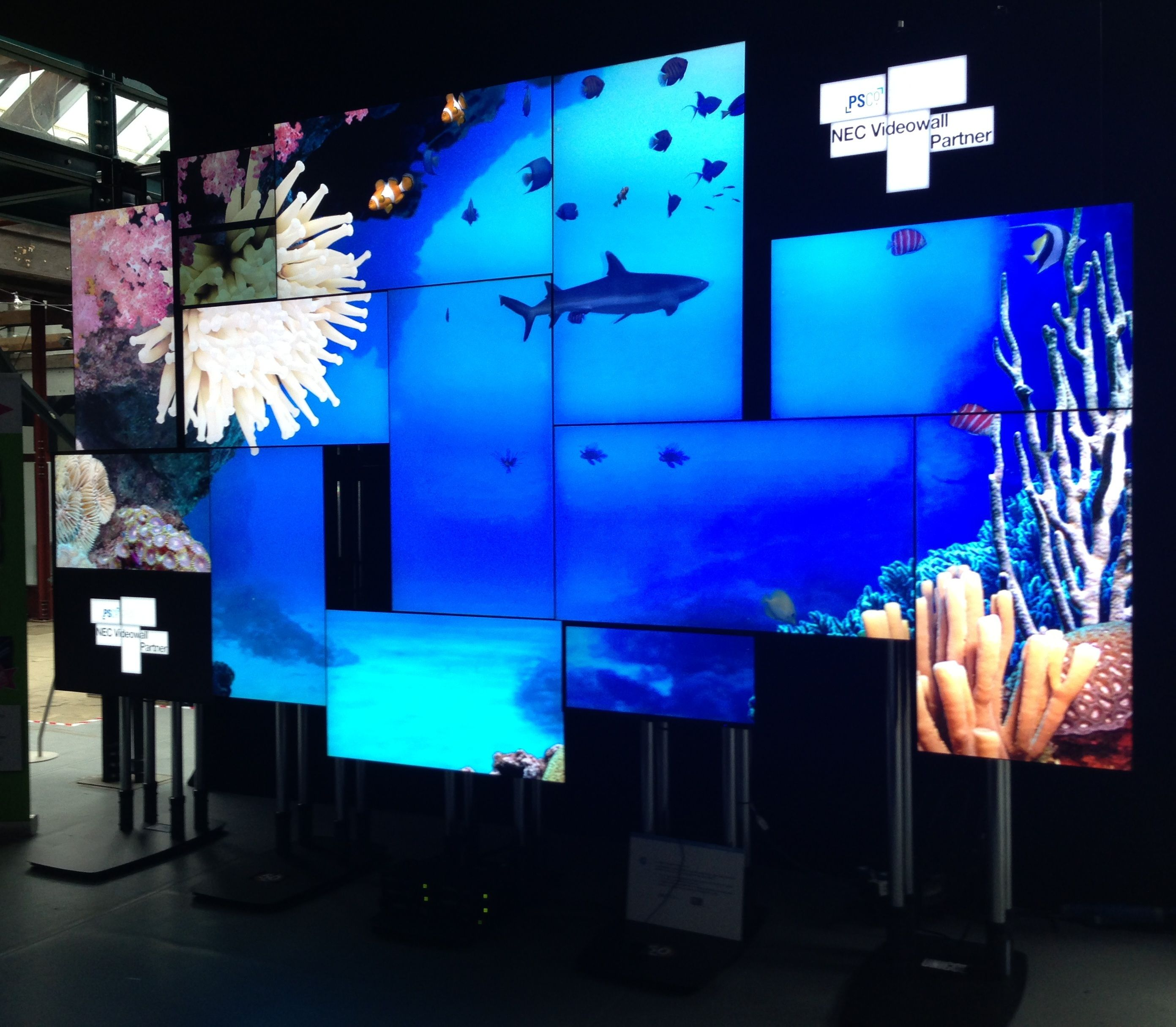Small Exhibition Stand Design : Video wall ise google search light it up led