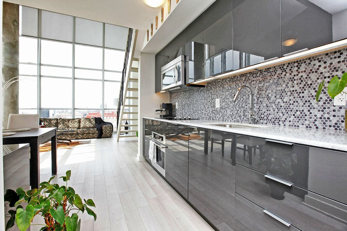 Symmetrical Images For Gt Grey High Gloss Kitchen Cabinets High Gloss Grey Kitchens Jpg 1 200 800 Grey Gloss Kitchen Gloss Kitchen High Gloss Kitchen Cabinets