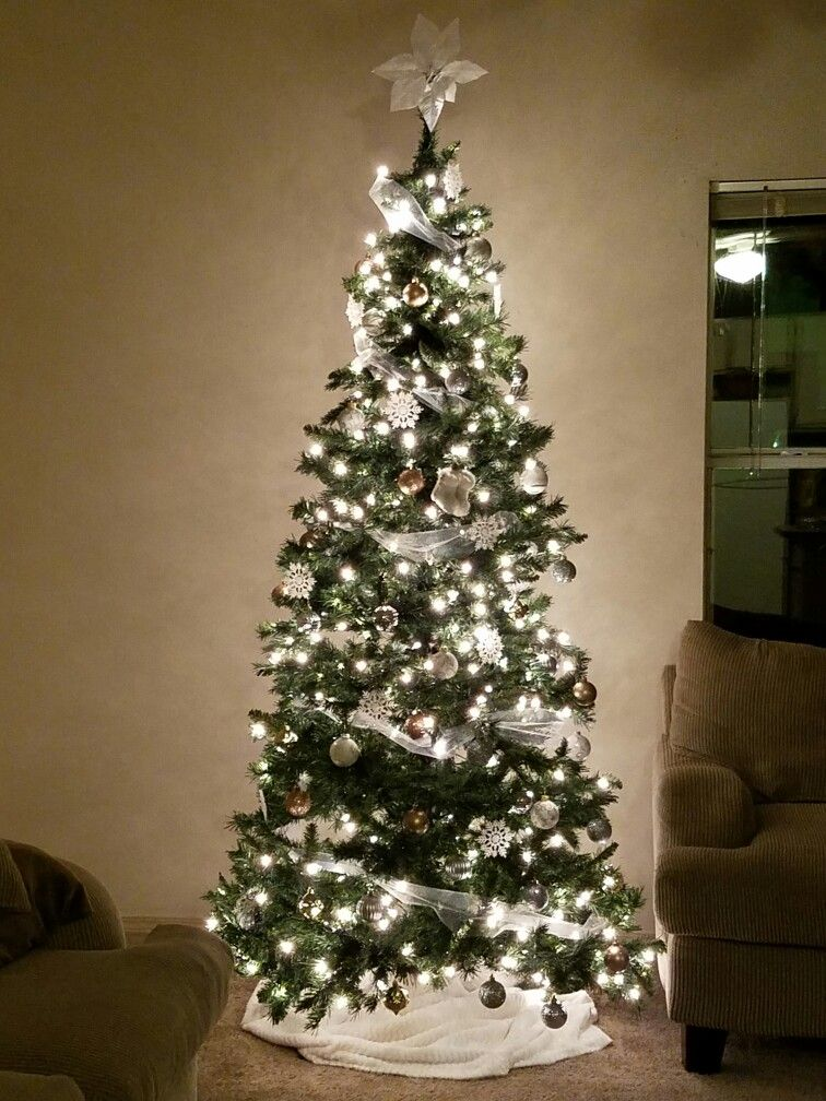 White, gold, and silver Christmas tree Christmas!!!!! Pinterest