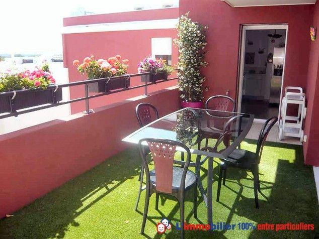 Une des deux terrasses d\u0027un appartement de standing à Nîmes Séjour
