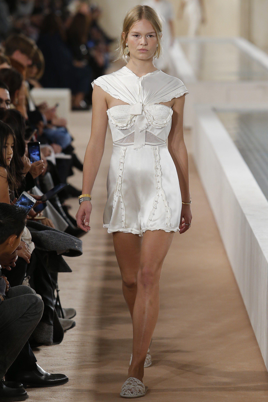 9f5792882235 Balenciaga Spring 2016 Ready-to-Wear Fashion Show - Anna Ewers (Women)