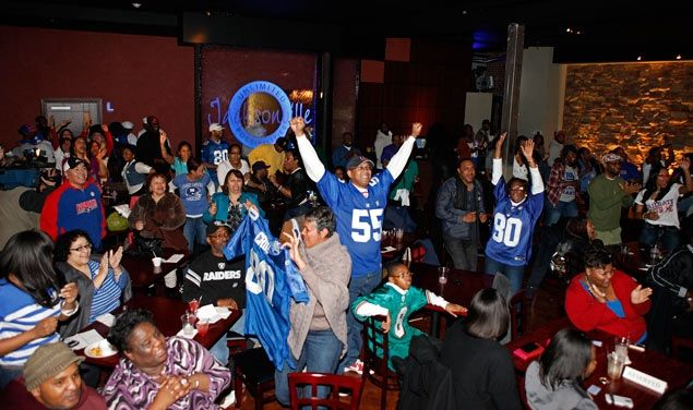 Super Bowl Party! My pic made it to the daily news!