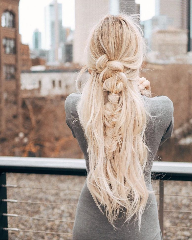 39 Trendy + Messy & Chic Braided Hairstyles | Messy braided half up half down hairstyle #halfuphalfdown #braids #hairstyles