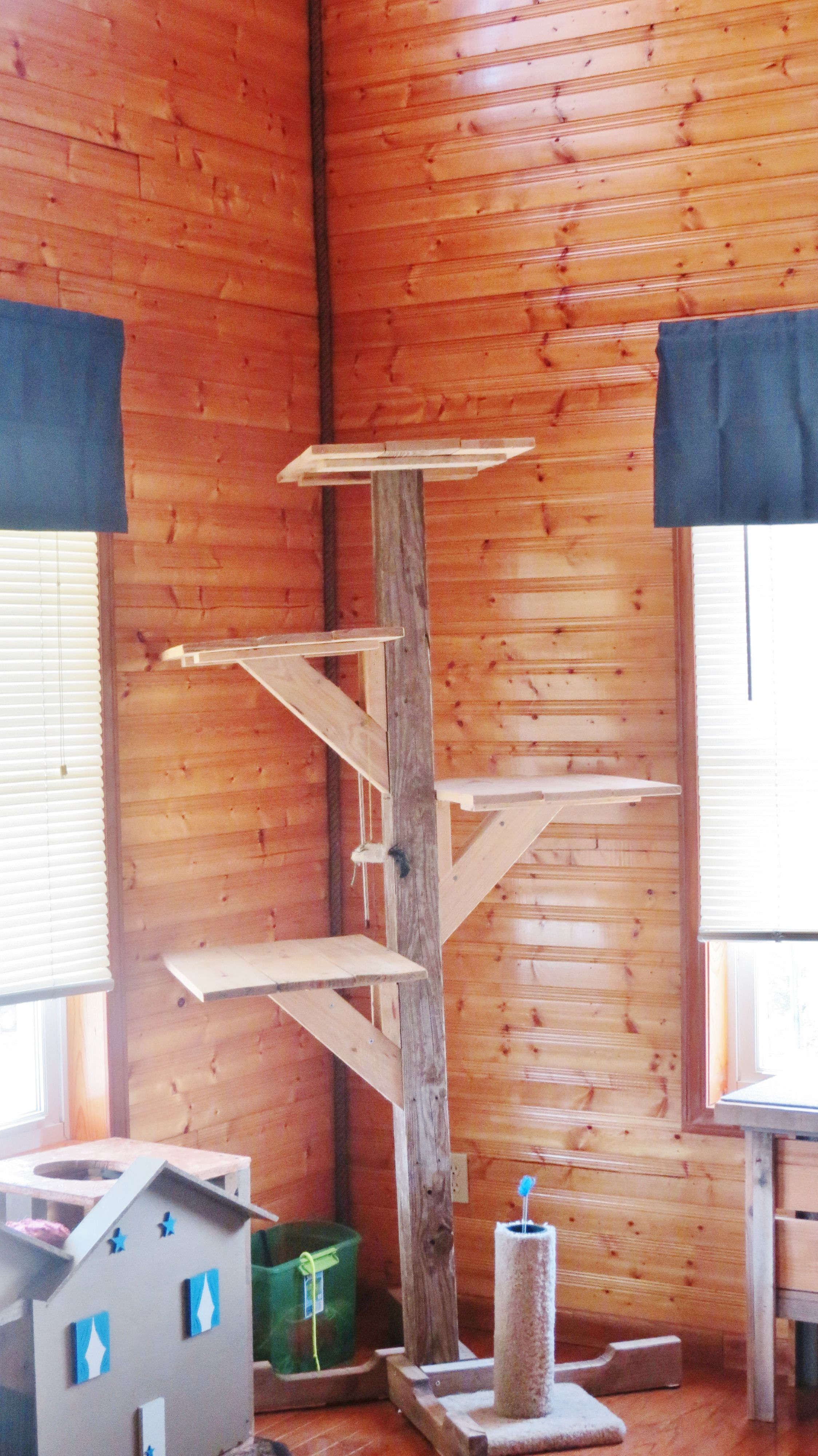 My Cat Tree Made From 4x4 And Pallet Wood Diy Cat Tree Cat