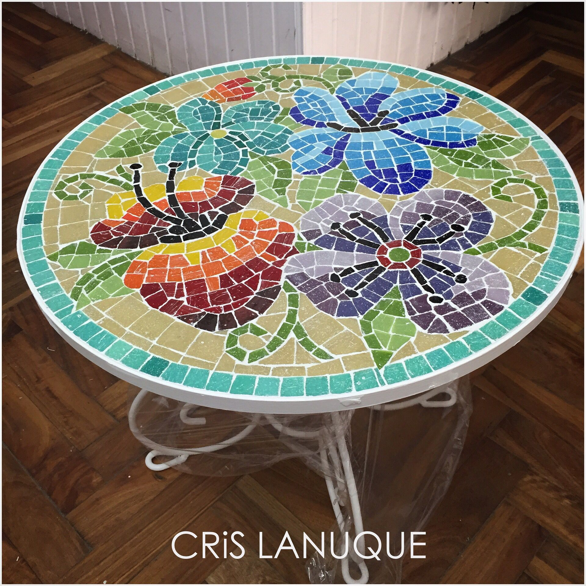 Mesa de hierro para exterior revestida en mosaico for Mesas de mosaico