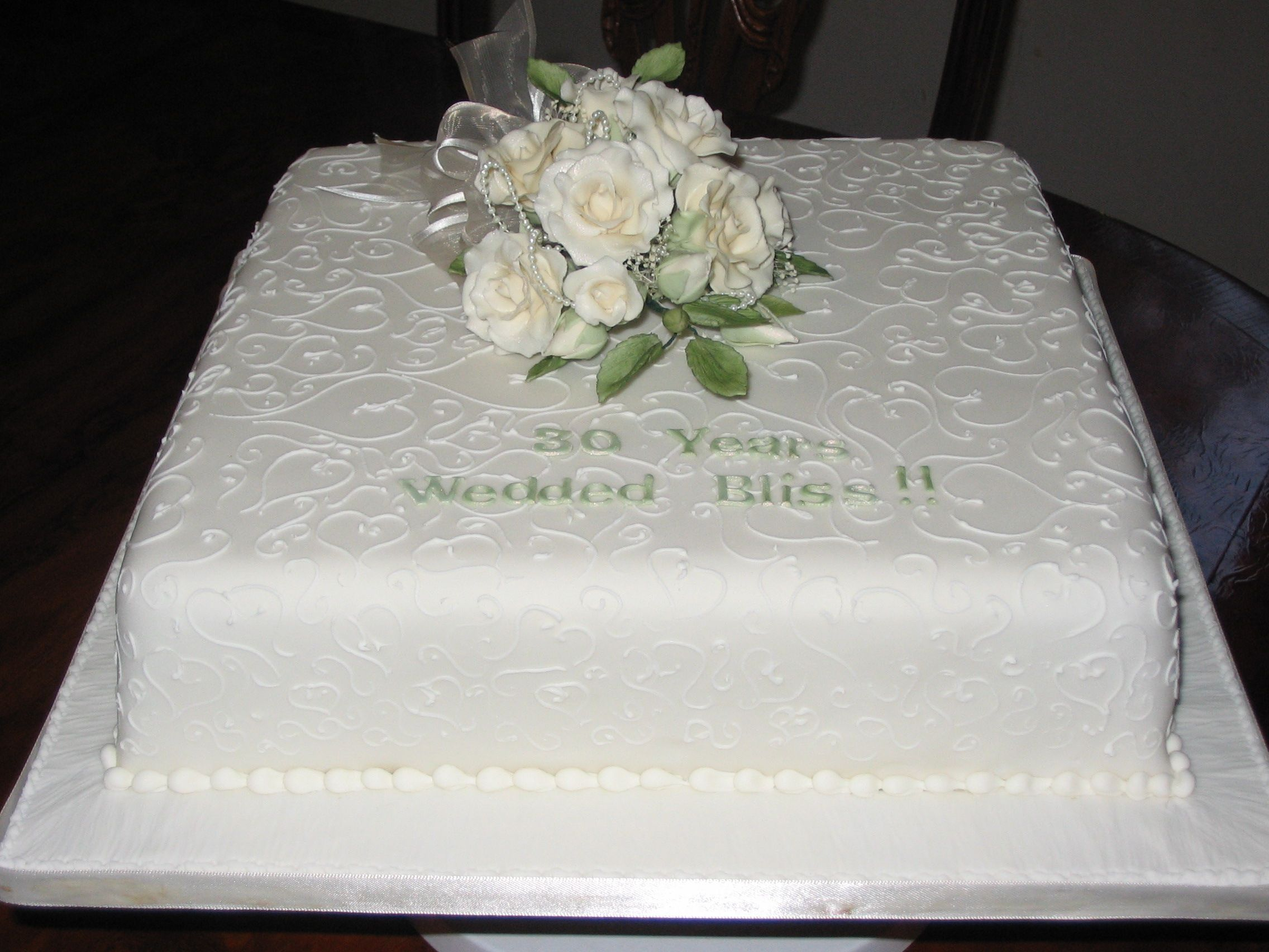 White and emerald years wedding anniversary cake