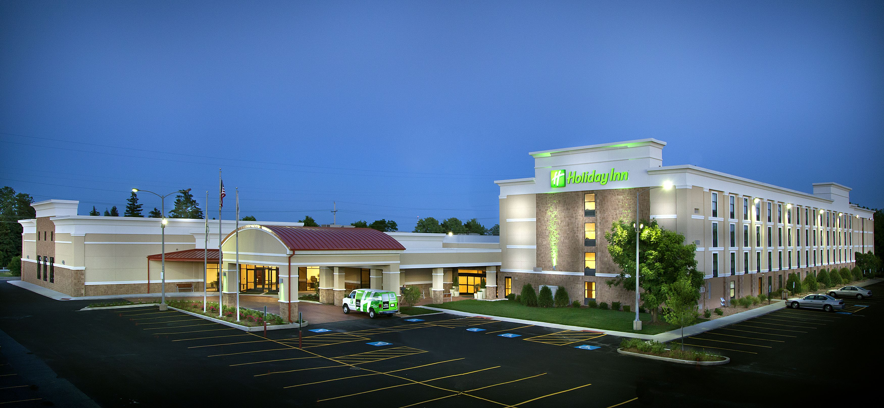 Our Beautiful Full Service Newly Renovated Hotel Has Been Open For A Short 4 Months Holiday Inn Hotel Great Hotel
