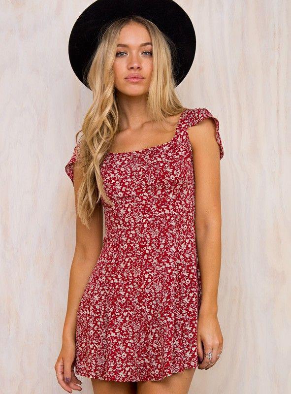 93de7fc28df1 Redding+Floral+Mini+Dress+-+ Mini+floral+dress Vintage+floral+print  Adjustable+tie+detail+at+back Frilled+sleeve+detail  Invisible+zipper+at+back No+lining ...