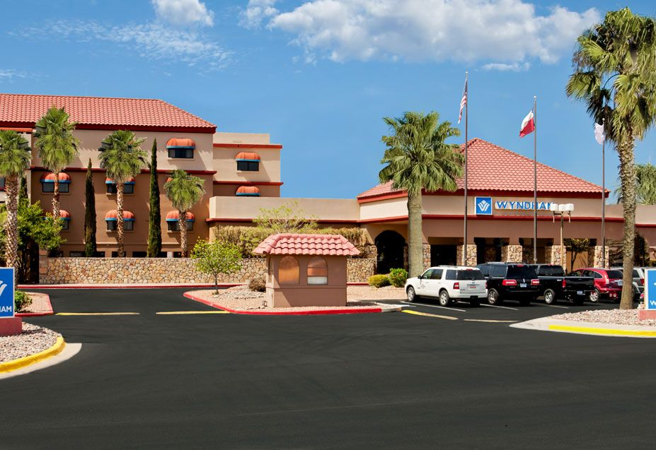 wyndham el paso airport hotel and water park where to. Black Bedroom Furniture Sets. Home Design Ideas