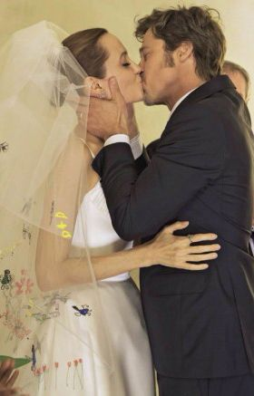 Angelina Jolie Brad Pitt Married August 23 2014 At Their French Estate Chateau Miraval Brad Pitt And Angelina Jolie Brad Pitt Angelina Jolie
