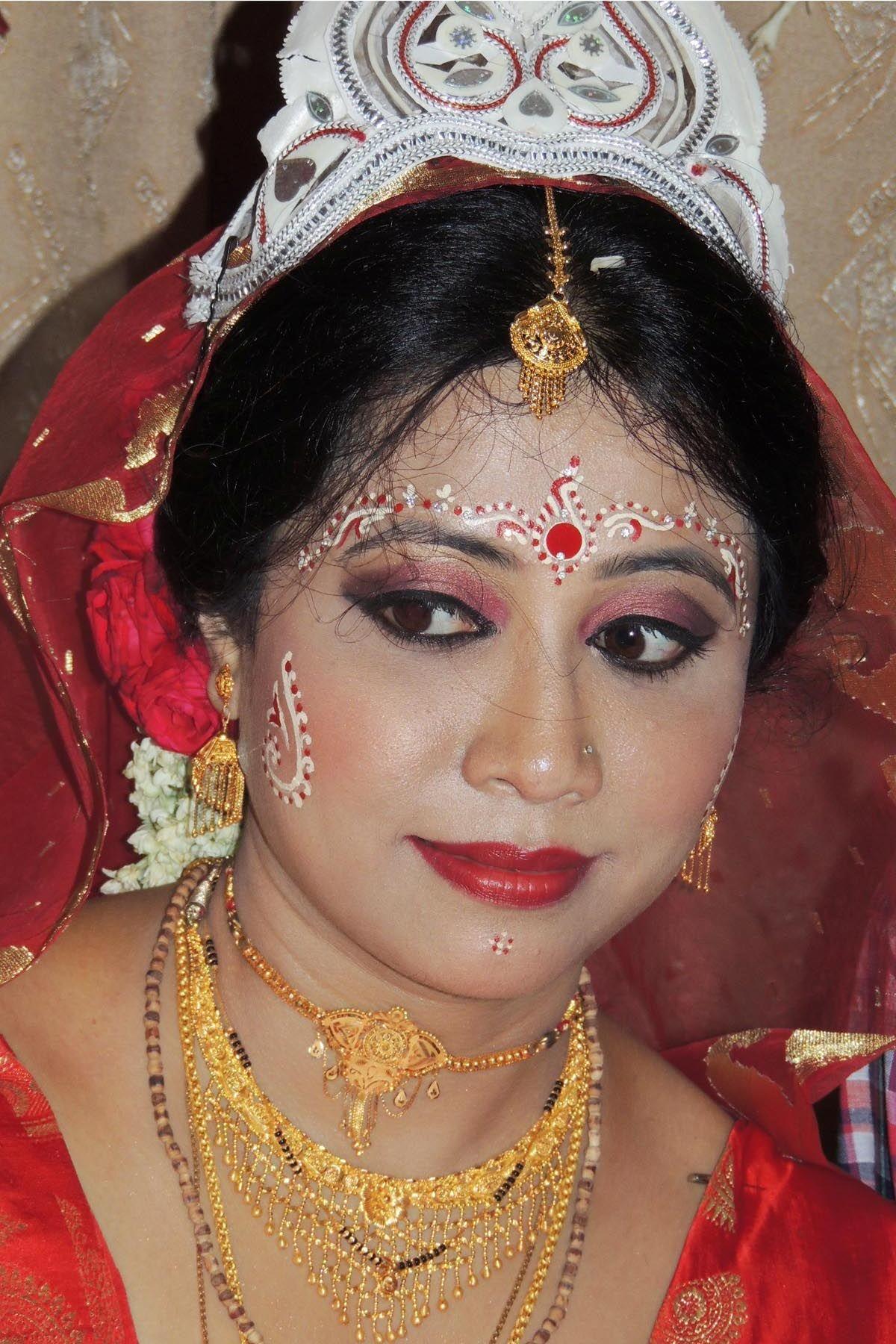 Bengali Bride picture. Bengali bridal makeup, Bengali