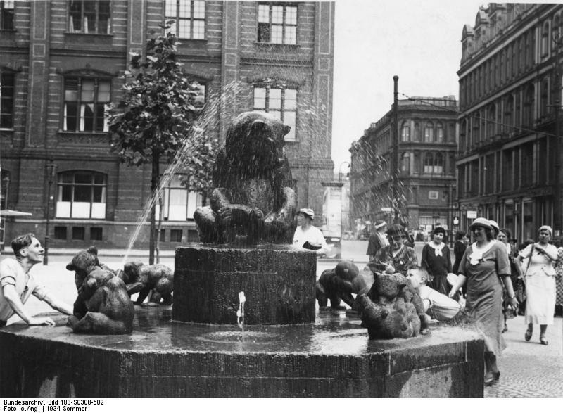 berlin b renbrunnen von hugo lederer 1928 foto 1934 warum gibts heute kein wasser mehr. Black Bedroom Furniture Sets. Home Design Ideas