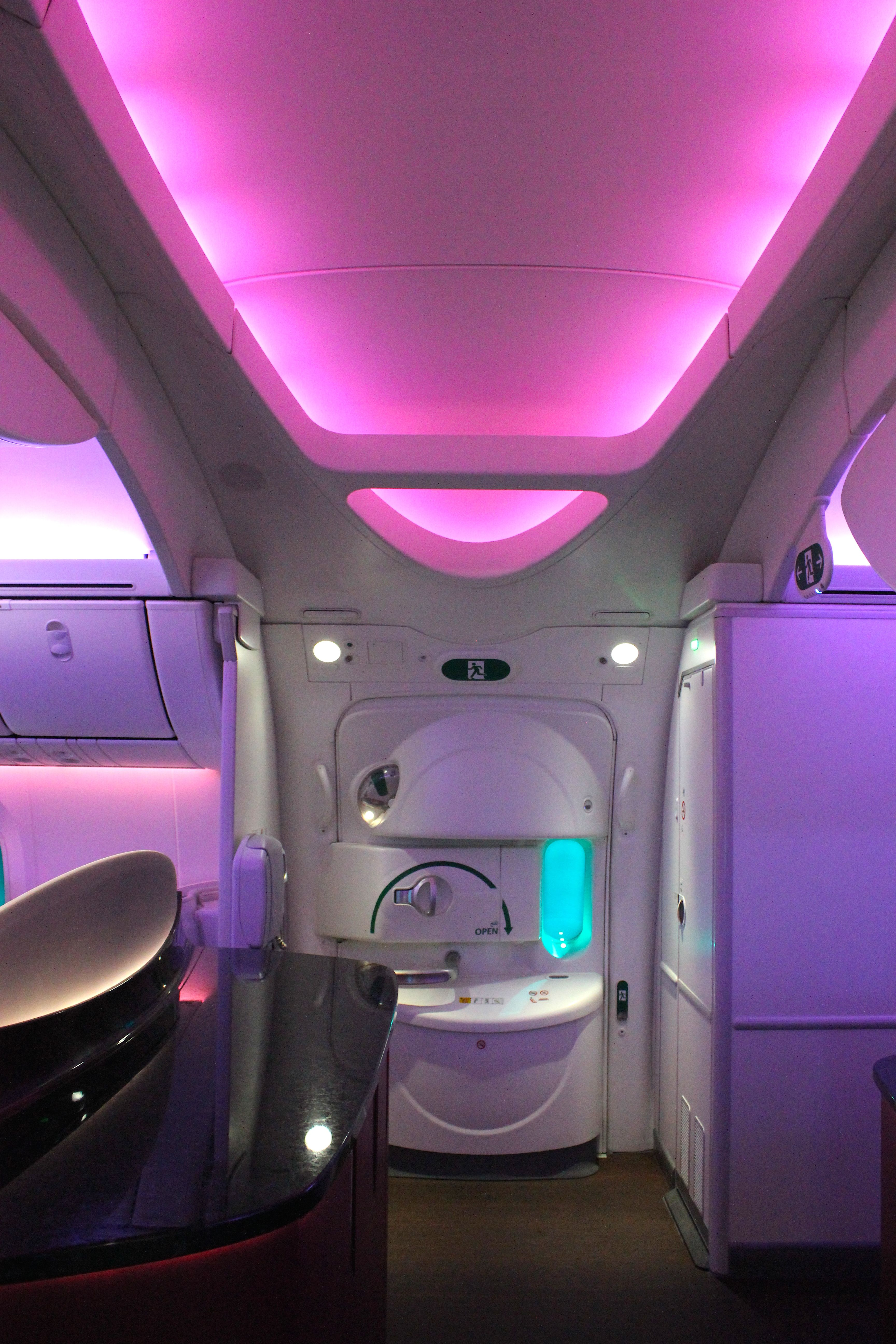 Review Qatar Airways 787 Business Class London To Doha Qatar Airways Business Class Qatar