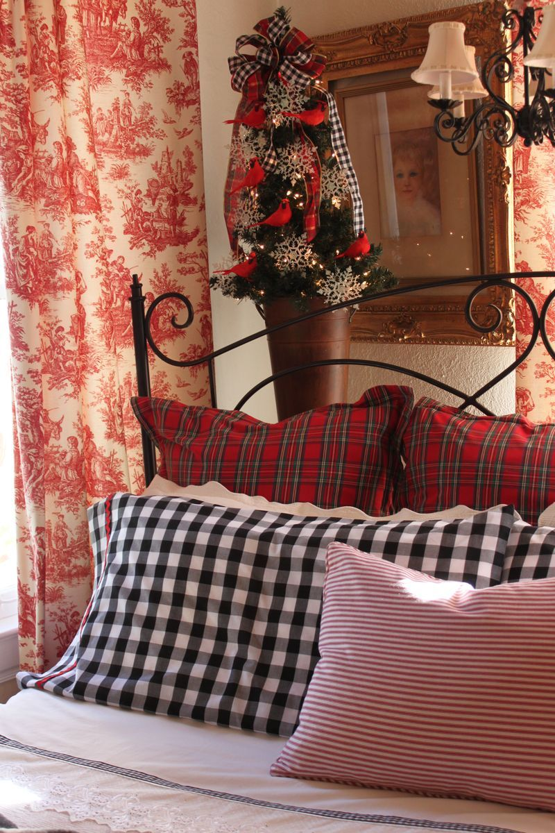 toile plaid and gingham christmas bedroom living at home pinterest rotes weihnachten. Black Bedroom Furniture Sets. Home Design Ideas