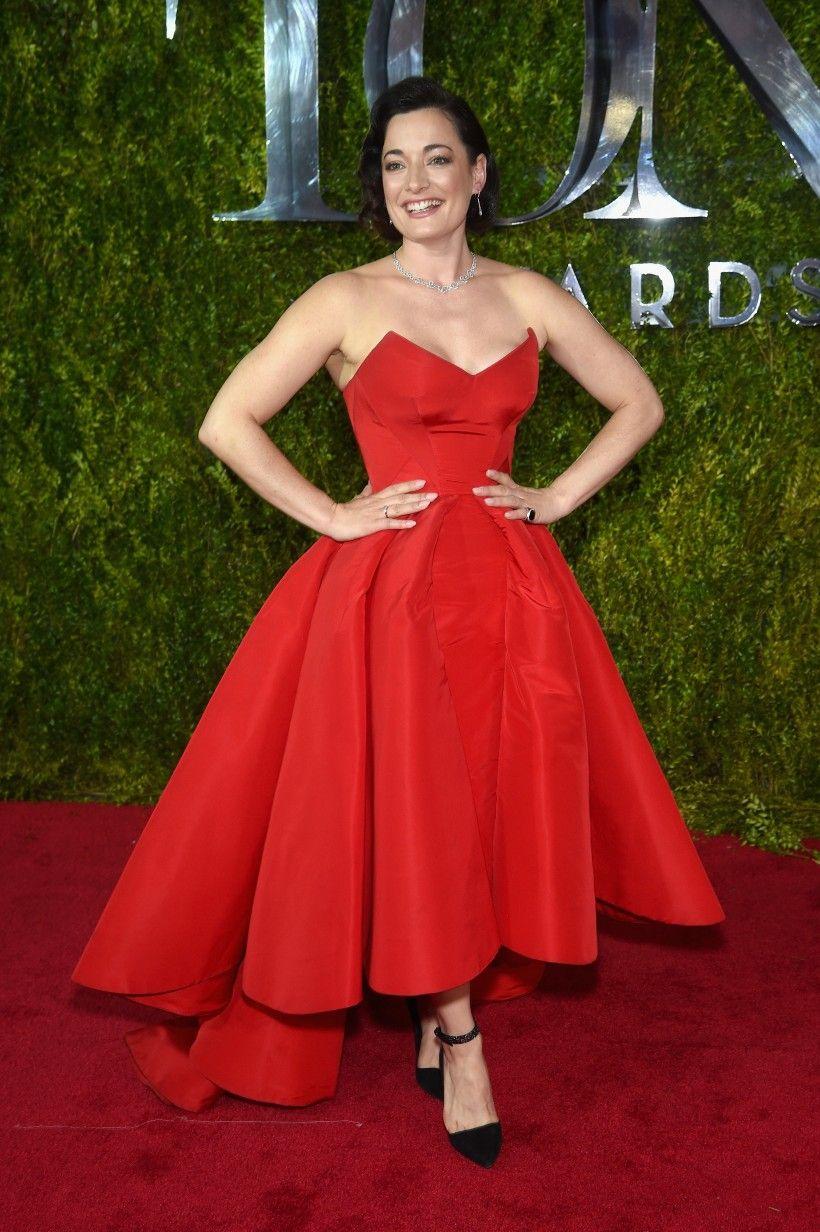 Laura michelle kelly in zac posen tony awards apparel red