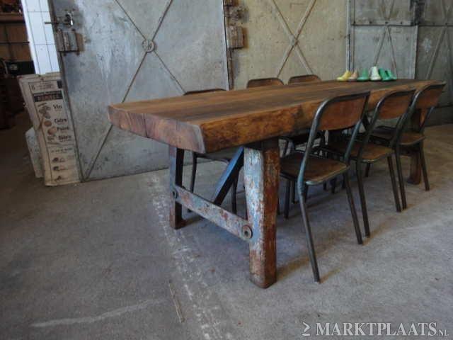 Gietijzeren Onderstel Tafel : Industriële grove eettafel tafel met uniek boomstamblad en breed