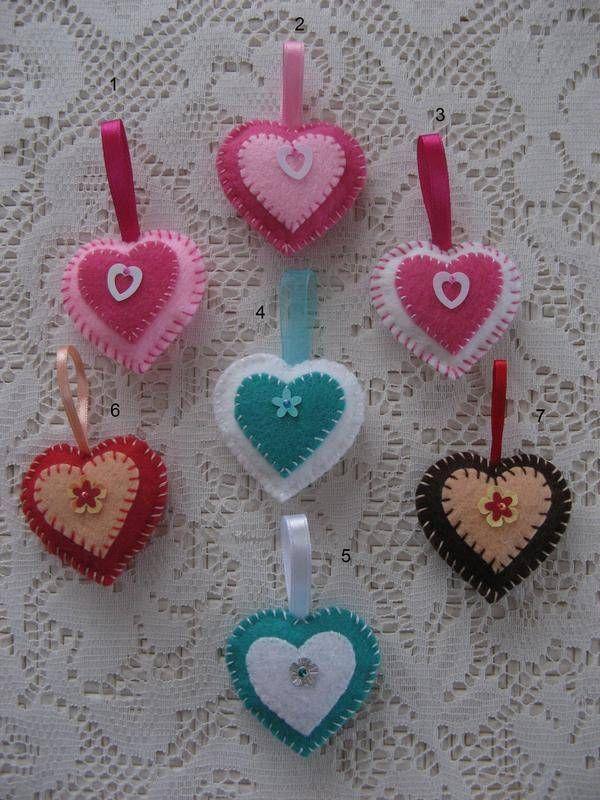 mini coeur en feutrine miniatures et petits objets. Black Bedroom Furniture Sets. Home Design Ideas