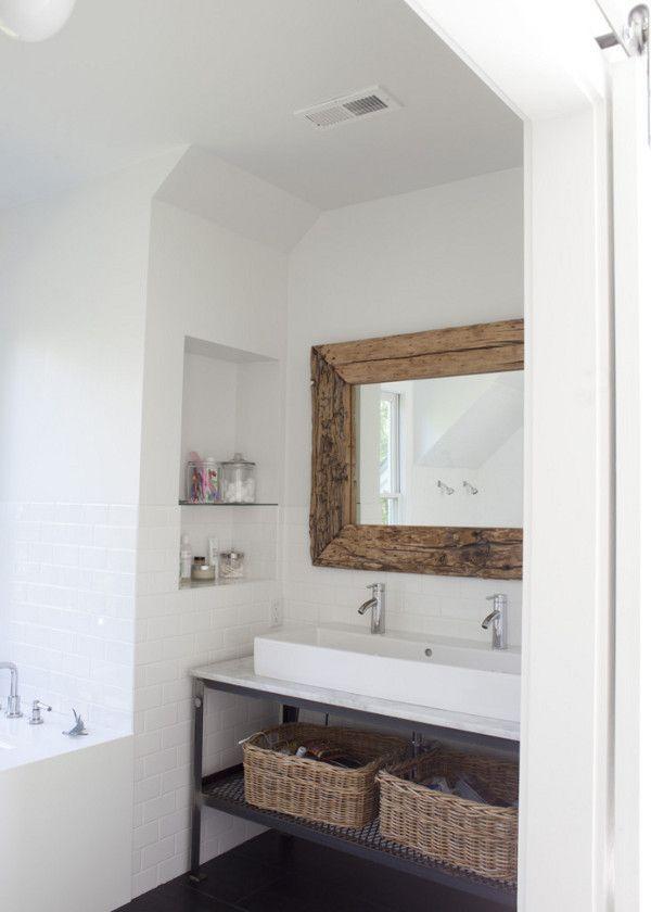 Azulejo blanco combinado con madera y negro #baño #decoracion #casa