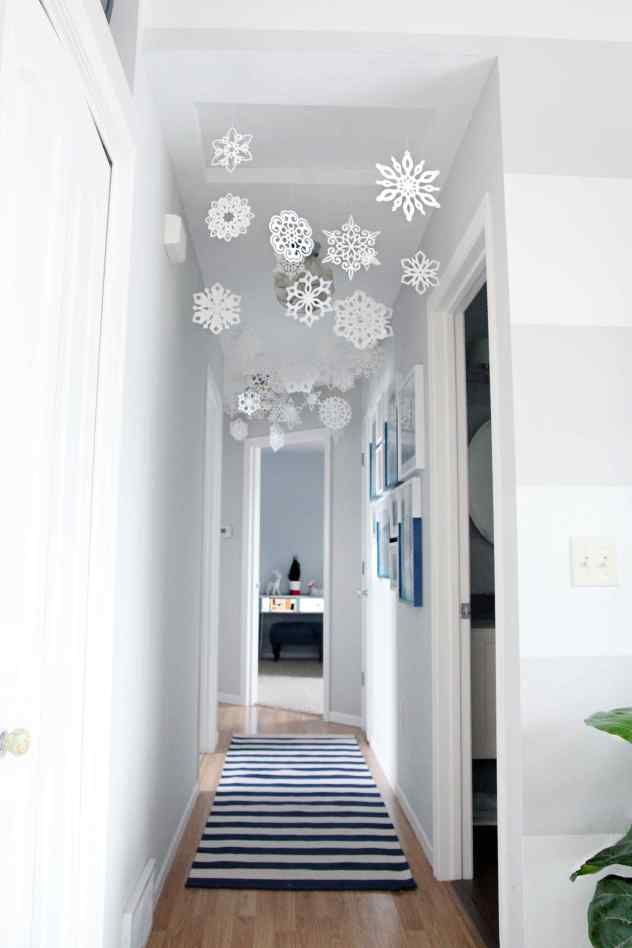 Low Cost Christmas Decorating decorating for the season
