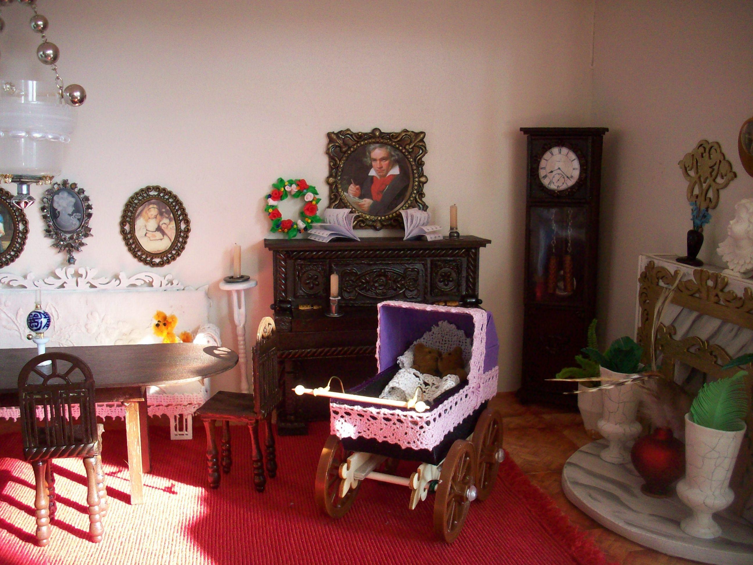 Puppenhaus Wohnzimmer im DIY: Neben Graupappe wurden hier