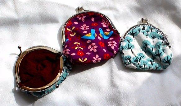 7個ある内のがま口ポーチの続きの作品。サイズは10cm×10cm。テキスタイルは海外製ブランド布。(一部日本製もある) ハンドメイド、手作り、手仕事品の通販・販売・購入ならCreema。