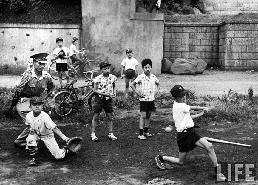 Ninos Jugando Al Beisbol Tokio 1959 John Dominis Life Juguetes