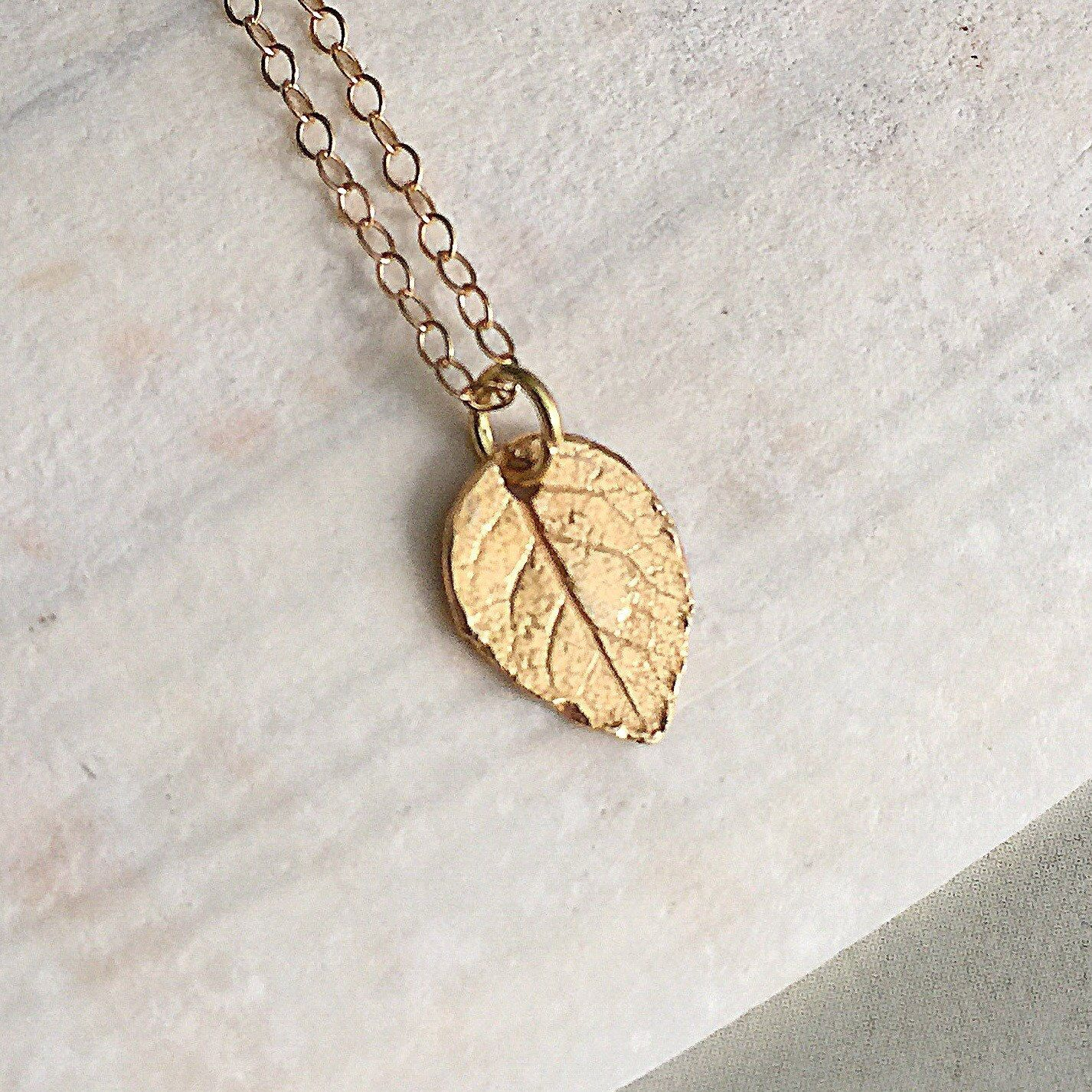 leaf yellow in gold pendant