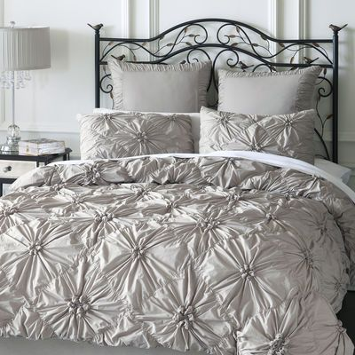 Our Savannah Bedding Gathers Crisp 100 Cotton In A Pattern Of Flowers On Field Diamonds Inside Ties At All Four Corners Keep Your Duvet From Shifting