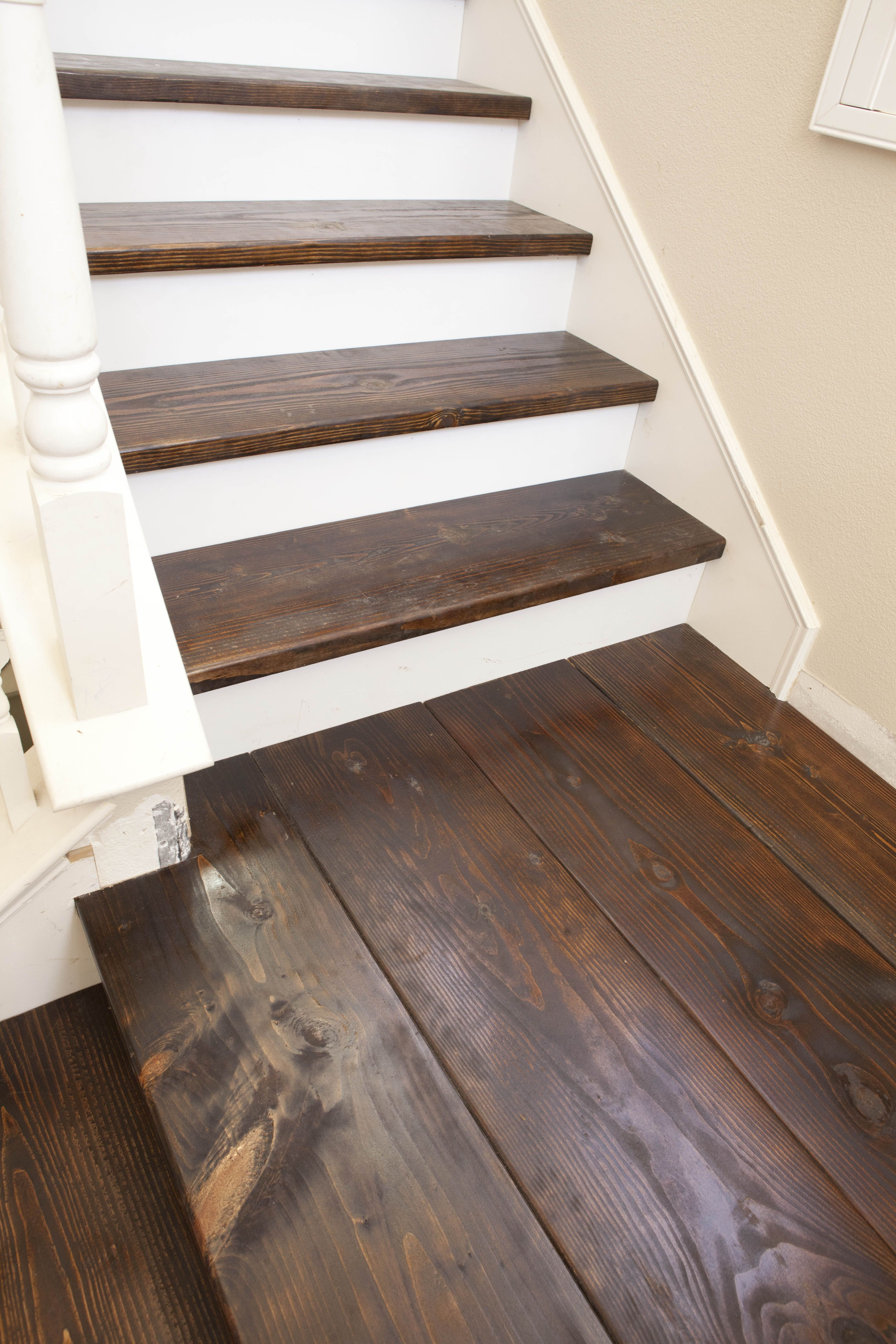 Best Love The White Against Dark Stained Wood Keeping This In 400 x 300