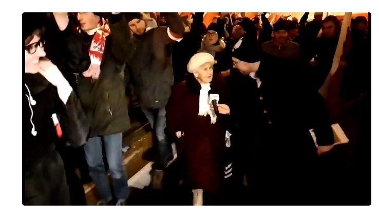 80 Letnia Uczestniczka Marszu Niepodleglosci O Mainstreamowych Mediach Klamia Klamia Jeszcze Raz Klamia Wideo Wdolnymslask Movies Movie Posters Concert