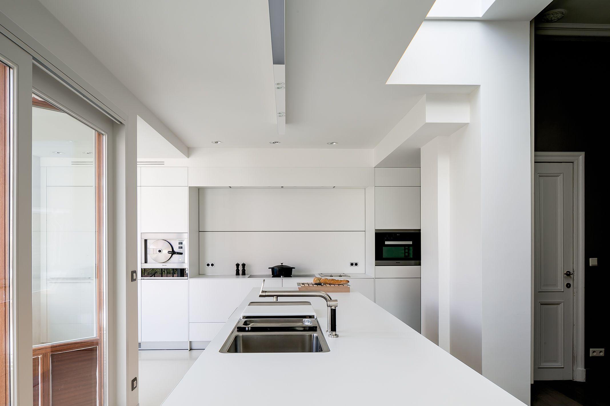 Witte Laminaat Keuken : Bulthaup b keuken witte laminaat realisatie door b vorm