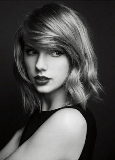 Taylor Swift Black And White Photo Taylor Swift Hair Taylor Swift Photoshoot Celebrity Short Hair