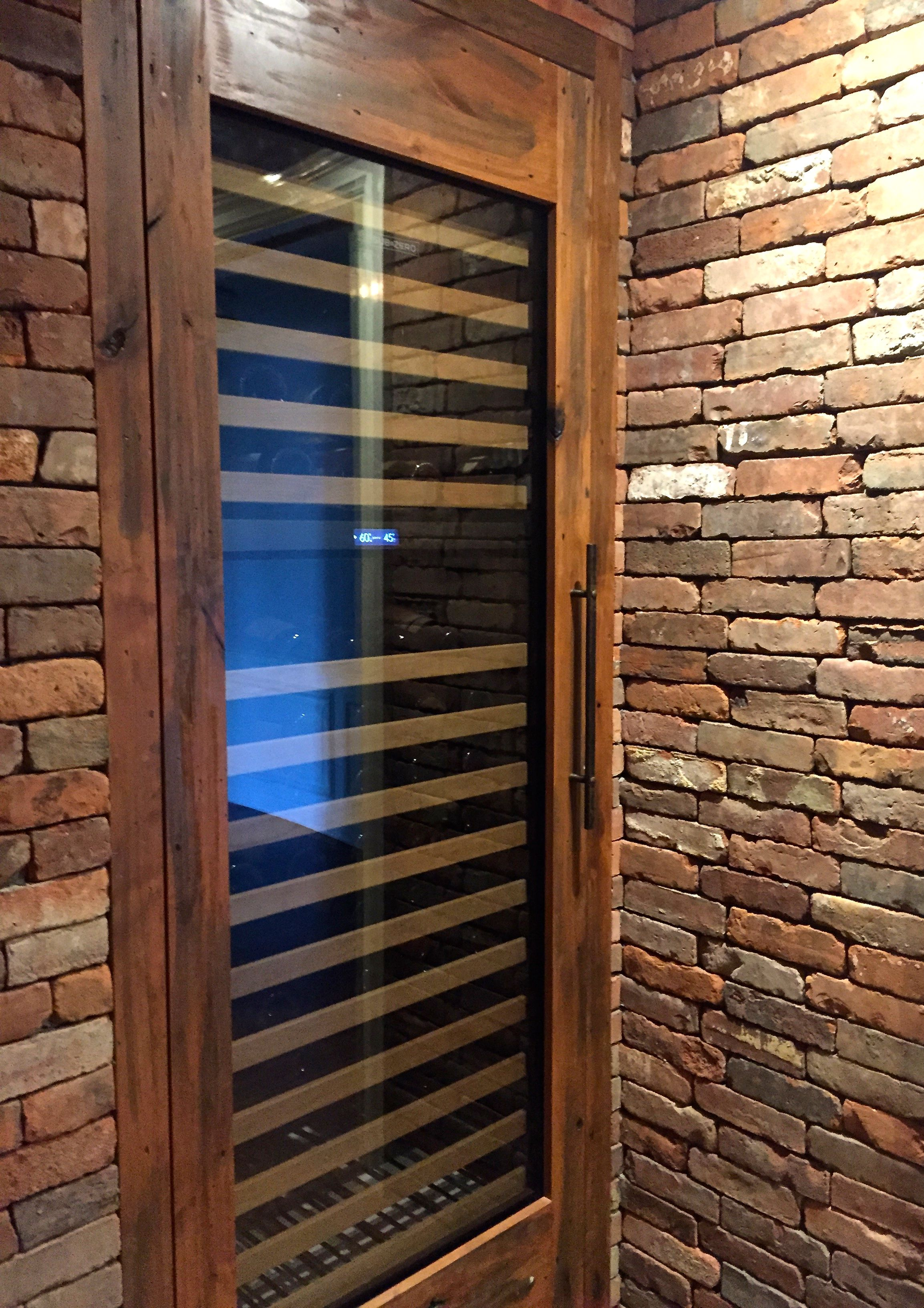 Reclaimed Thin Brick Wall Veneer In New England Blend