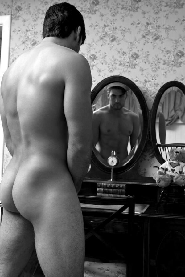 all-naked-guys-mirror-pic-buell