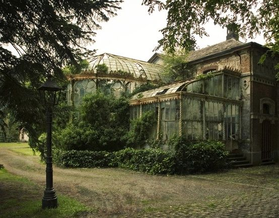 Chateau R Greenhouse | Abandoned houses, Abandoned places ...