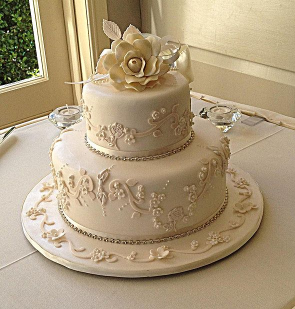 The Right Wedding Cake Design Is Usually More Important Than The Flavor Small Wedding Cake 2