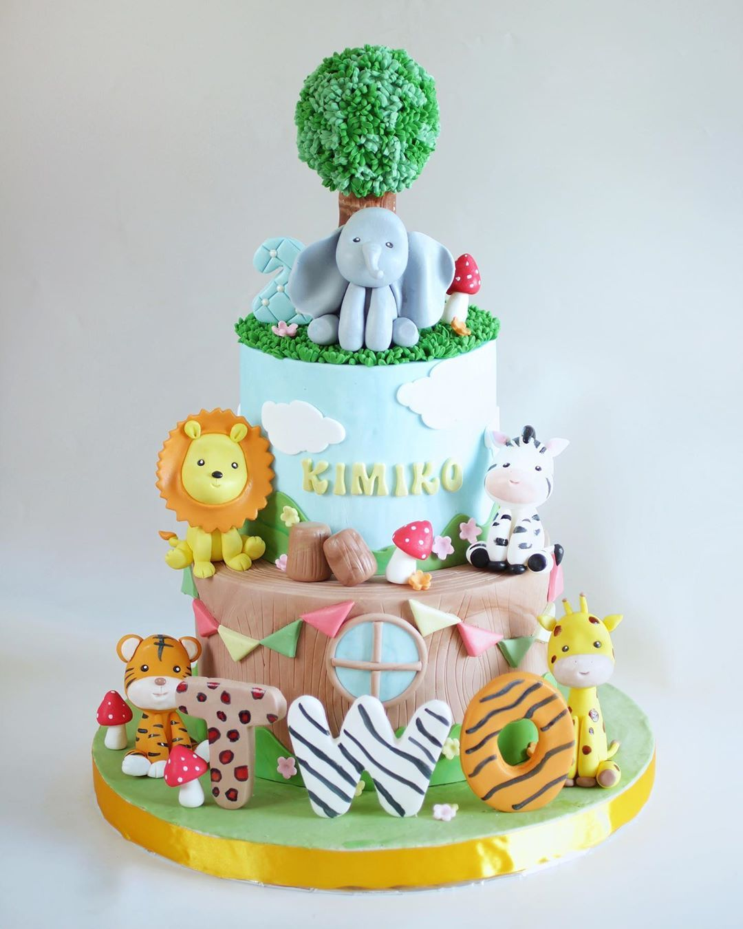 Birthday Cake Jakarta On Instagram Recreated The Same Design I Have Once Made But With The Addition Of Elephant On Top Hoho I In 2020 Cake Birthday Cake Birthday