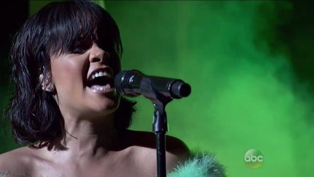Rihanna Performs 'Love on the Brain' at Billboard Music Awards