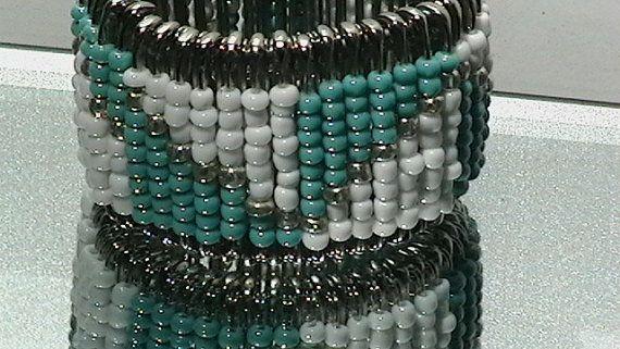 bracelet manchette en turquoise goupille de s curit par temmadolla bijoux pingles nourrice. Black Bedroom Furniture Sets. Home Design Ideas