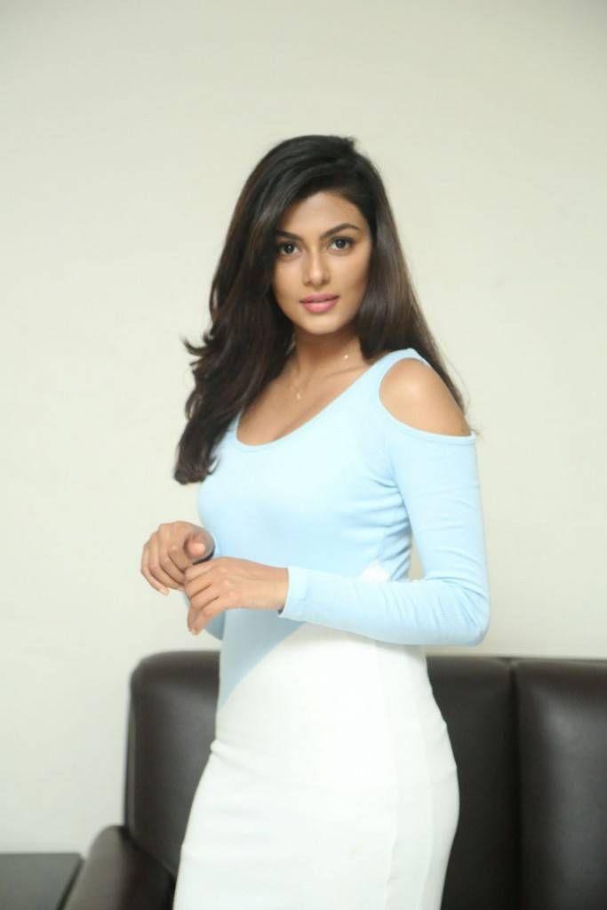 Anisha Ambrose At Fashion Designer So Ladies Tailor Interview With Images Fashion Design Fashion Lady