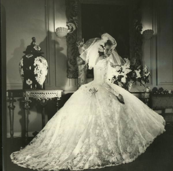 Wedding dress. No date give, but probably 1940\'s. | Brautkleider ...