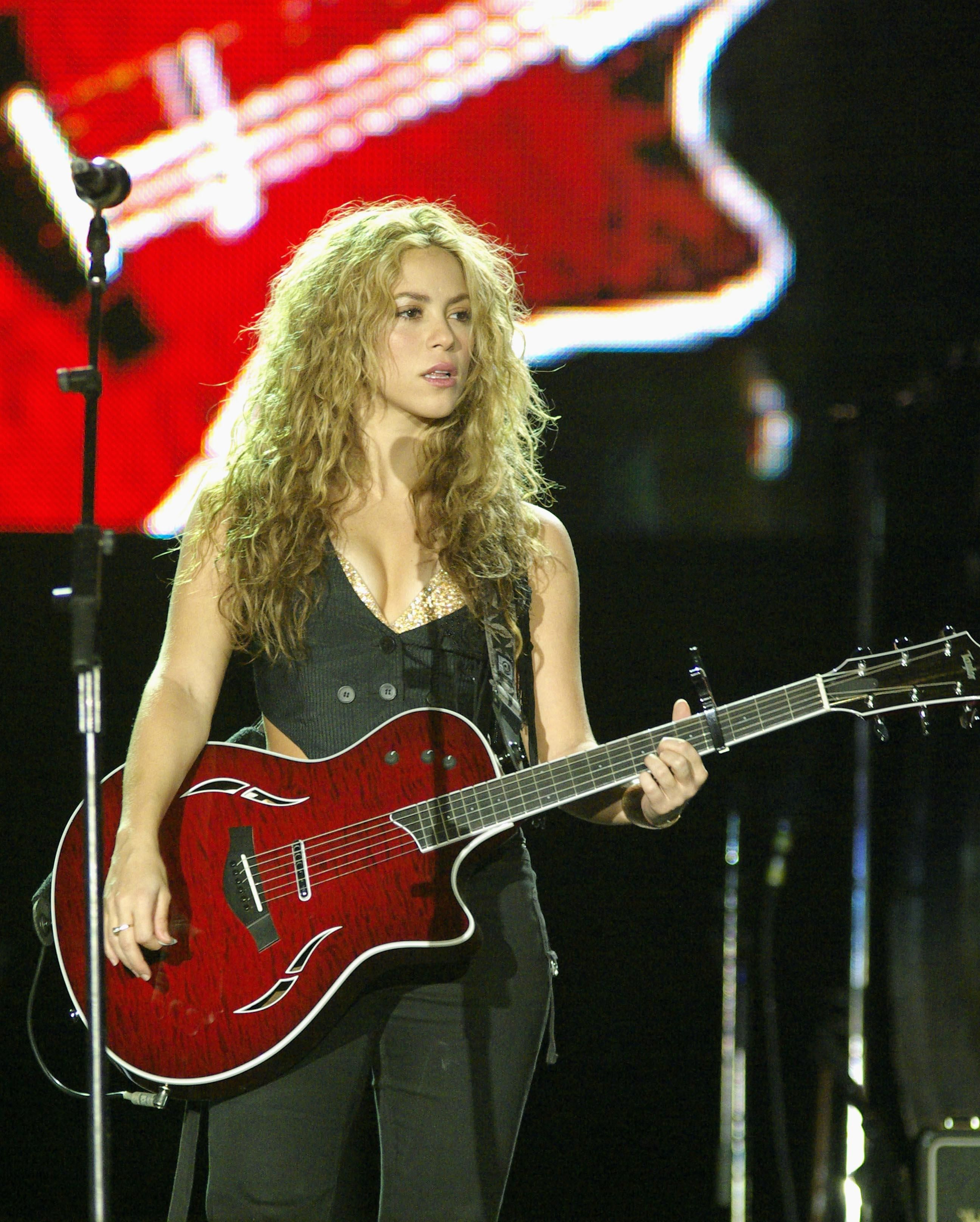 """In this life, to earn your place you have to fight for it"" Happy Birthday to #Shakira who turns 38 today! <3 www.uberchord.com"