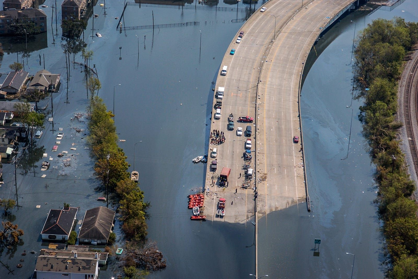 4 Photographers Devastating Images Of Hurricane Katrina 10 Years Later Hurricane Katrina New Orleans Hurricane Katrina Katrina