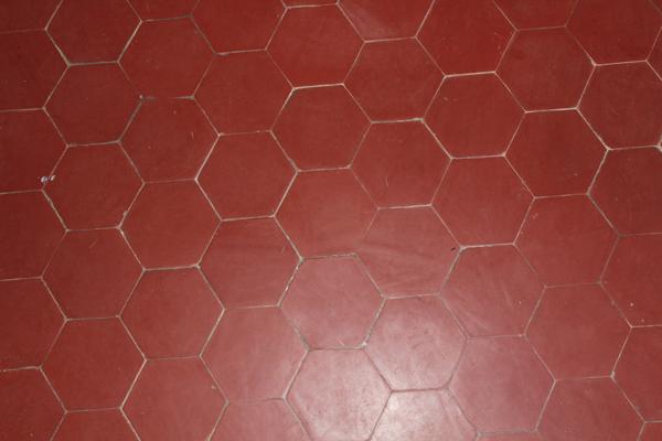 tomettes hexagonales en terre cuite rouge carrelage