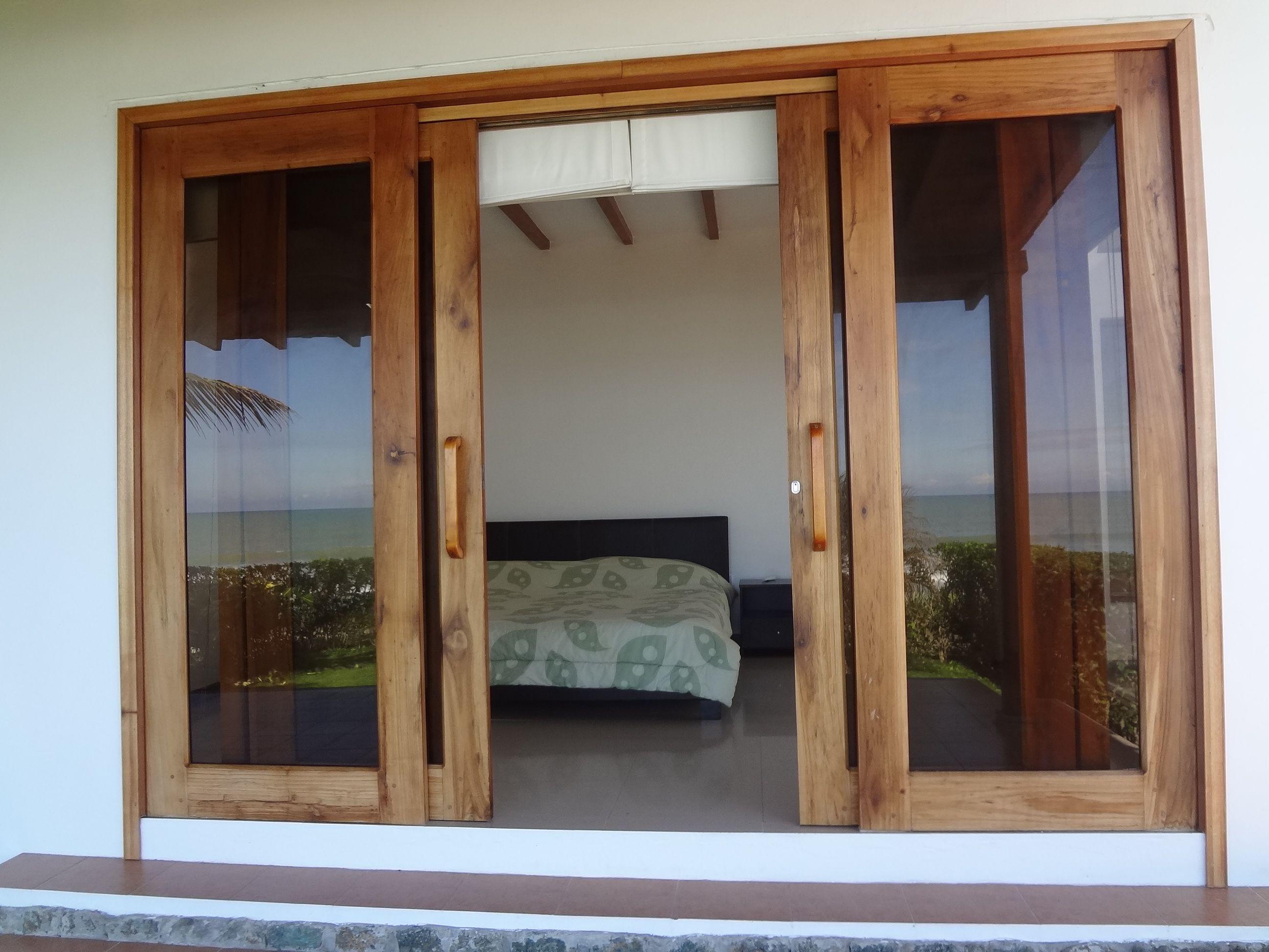 Mampara de madera mamparas de madera madera reciclada for Puertas de madera para casas de campo
